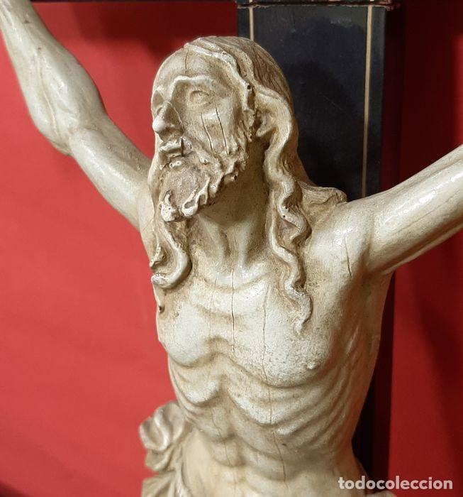 Arte: Cristo crucificado con fino trabajo en el paño de pureza. Estuco policromado, color marfil. - Foto 5 - 207142063