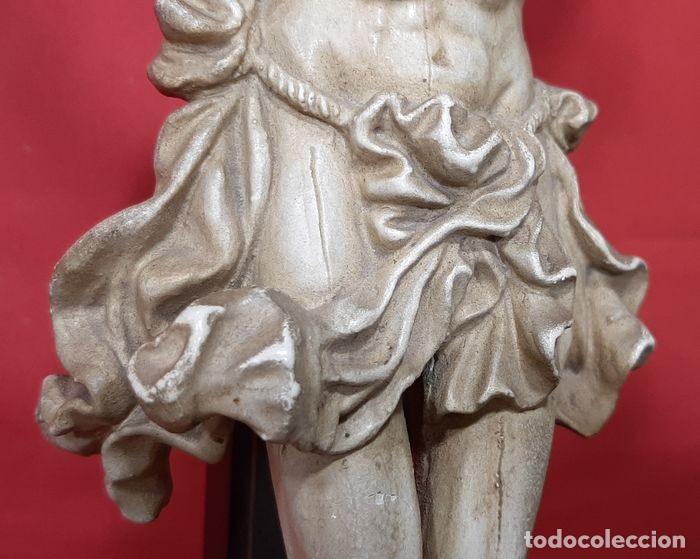 Arte: Cristo crucificado con fino trabajo en el paño de pureza. Estuco policromado, color marfil. - Foto 6 - 207142063
