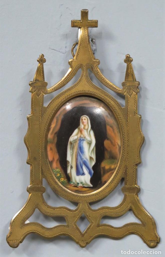 BONITO ESMALTE. CAPILLA VIRGEN DE LOURDES. CON MARCO DE METAL DORADO. SIGLO XIX (Arte - Arte Religioso - Pintura Religiosa - Otros)