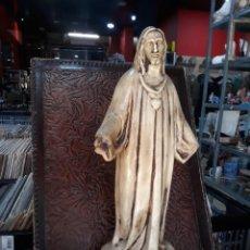 Arte: ANTIGUA IMAGEN RELIGIOSA DEL CORAZON DE JESUS REALIZADA EN TERRACOTA 42 CM. Lote 208830545