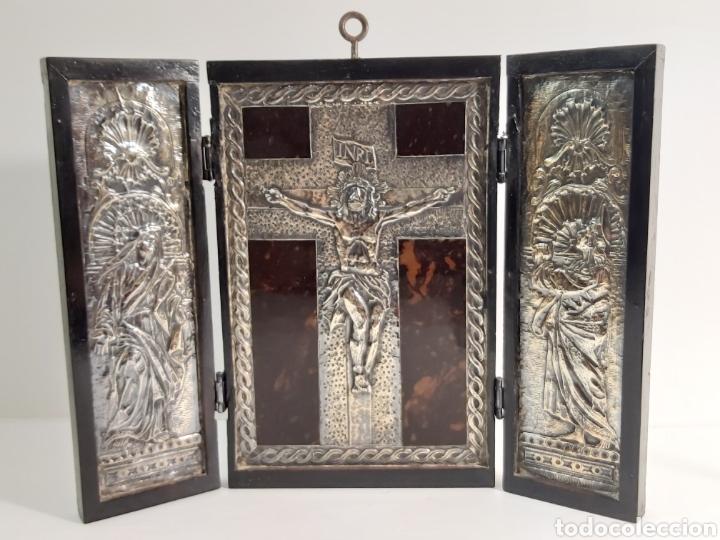 ANTIGUO TRÍPTICO EN PLATA REPUJADA Y CINCELADA Y CAREY (Arte - Arte Religioso - Trípticos)
