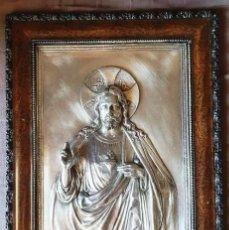 Arte: ANTIGUO GRAN PLAFÓN, RELIEVE METAL PLATEADO SAGRADO CORAZÓN DE JESÚS.. Lote 209193992