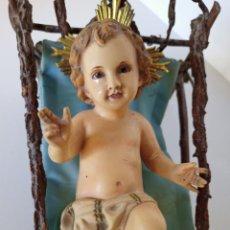 Arte: ANTIGUO NIÑO JESÚS EN CUNA DE MADERA. Lote 210148935