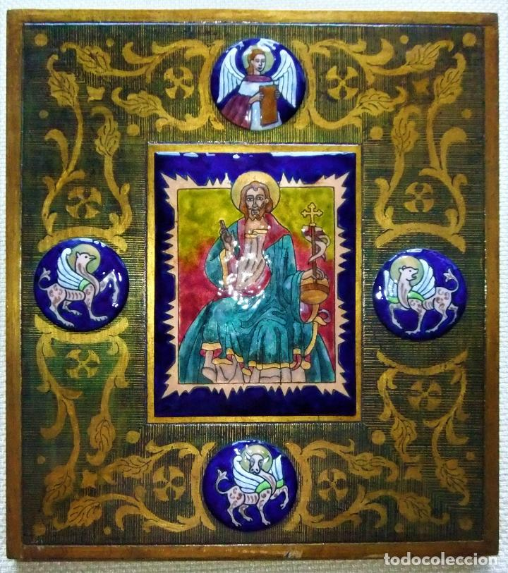 PRECIOSA TABLA RETABLO CON ESMALTES DEL PANTOCRATOR Y LOS SÍMBOLOS DE LOS EVANGELISTAS (Arte - Arte Religioso - Retablos)