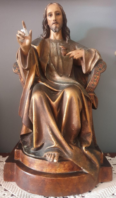 GRAN SAGRADO CORAZÓN SEDENTE - J.CAMPANYÀ BARCELONA.PASTA DE MADERA.OJOS CRISTAL.FIRMADO.45CM. (Arte - Arte Religioso - Escultura)