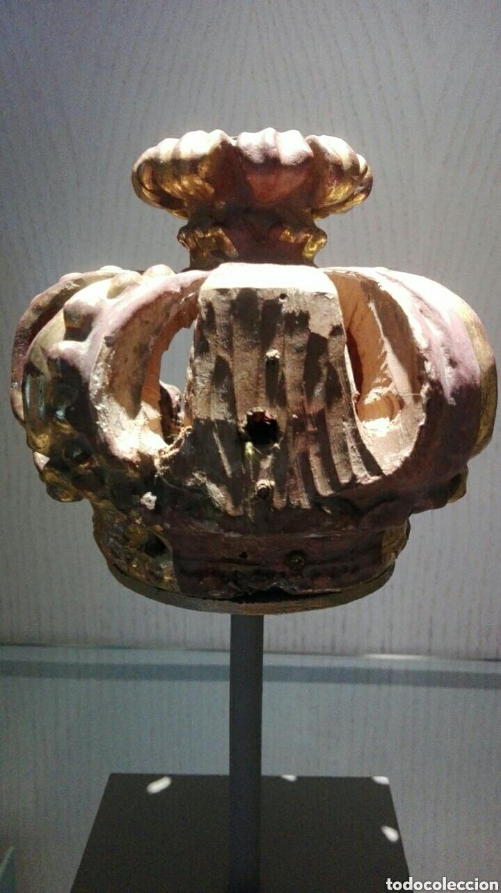Arte: Corona de madera siglo XVIII al oro fino, formaba parte de una imagen que estaba en un retablo. - Foto 2 - 210399488