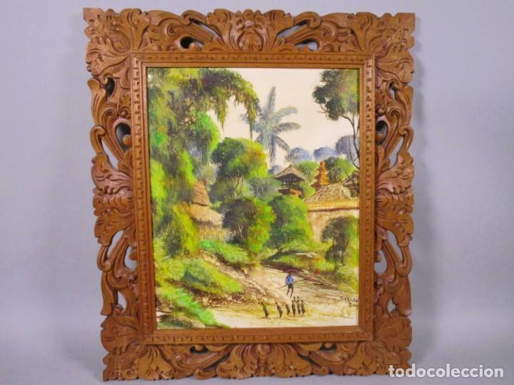 PRECIOSO PAISAJE DE BALI ARTE, MARCO MADERA TALLADO BELLAS ORNAMENTACIONES, APROX. 46 X 40 CM (Arte - Arte Religioso - Pintura Religiosa - Oleo)