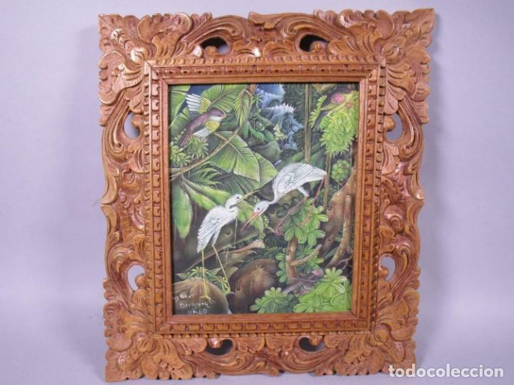 PRECIOSO PAISAJE DE BALI ARTE, MARCO MADERA TALLADO BELLAS ORNAMENTACIONES, APROX. 37,5 X 33 (Arte - Arte Religioso - Pintura Religiosa - Oleo)