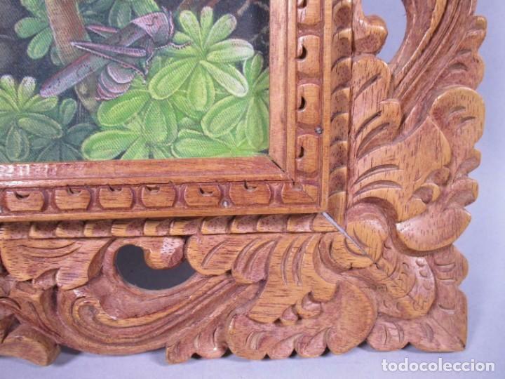 Arte: PRECIOSO PAISAJE DE Bali arte, MARCO MADERA TALLADO BELLAS ORNAMENTACIONES, aprox. 37,5 x 33 - Foto 2 - 211883172