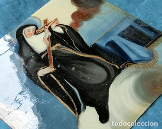 Arte: ANTIGUA PINTURA RELIGIOSA - CRISTAL PINTADO A MANO - MONJA CON CRUCIFIJO - TÉCNICA INVERTIDA - Foto 5 - 212409601