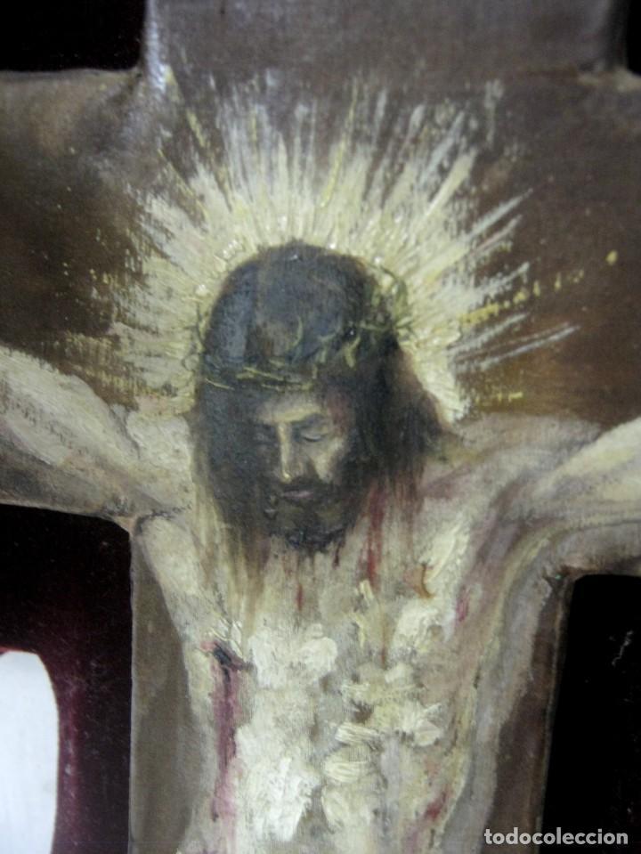 Arte: Antigua Cruz madera con Cristo pintado . Gran benditera con pintura al oleo 48 cm - Foto 7 - 212527750