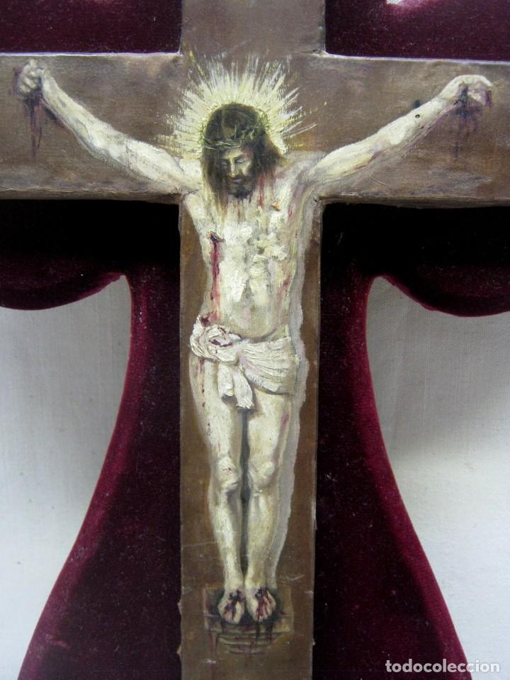 Arte: Antigua Cruz madera con Cristo pintado . Gran benditera con pintura al oleo 48 cm - Foto 5 - 212527750