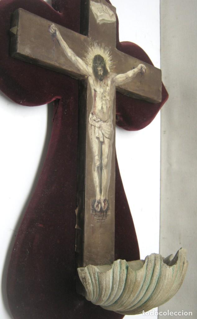 Arte: Antigua Cruz madera con Cristo pintado . Gran benditera con pintura al oleo 48 cm - Foto 2 - 212527750