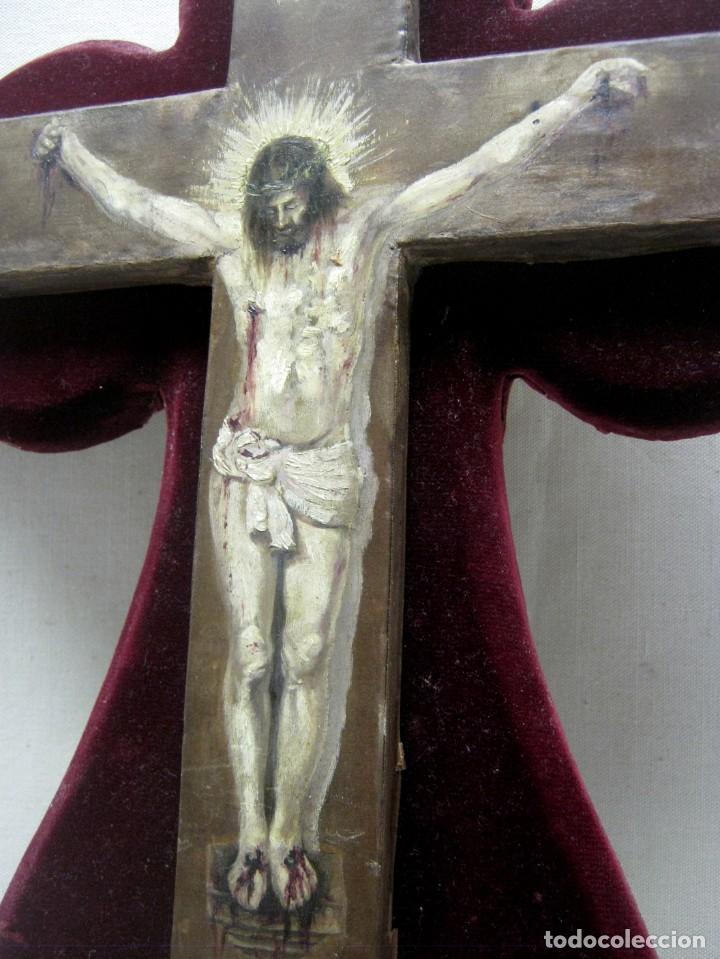 Arte: Antigua Cruz madera con Cristo pintado . Gran benditera con pintura al oleo 48 cm - Foto 18 - 212527750