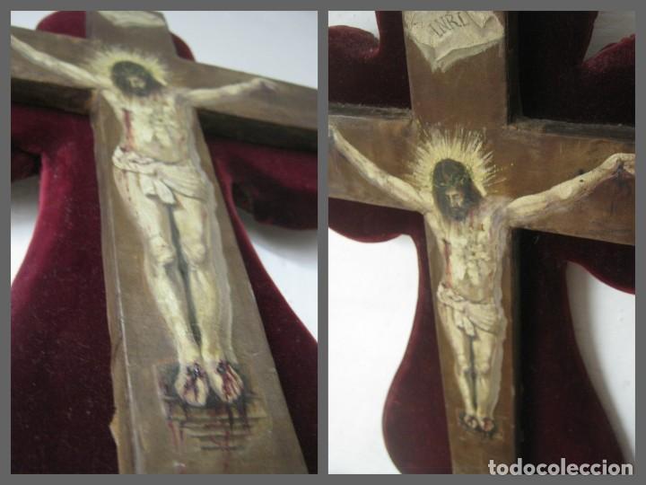 Arte: Antigua Cruz madera con Cristo pintado . Gran benditera con pintura al oleo 48 cm - Foto 13 - 212527750