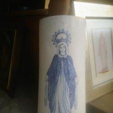 Art: TEJA PINTADA A MANO CON IMAGEN DE LA VIRGEN. FIRMADA. Lote 213482578