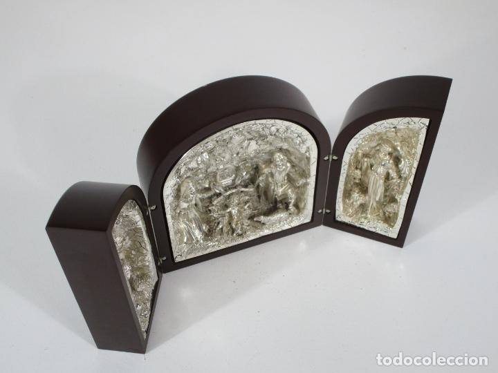 Arte: Precioso Tríptico de Nacimiento - Belén Realizado en Plata de Ley y Resina - Años 80 - Foto 4 - 214322040