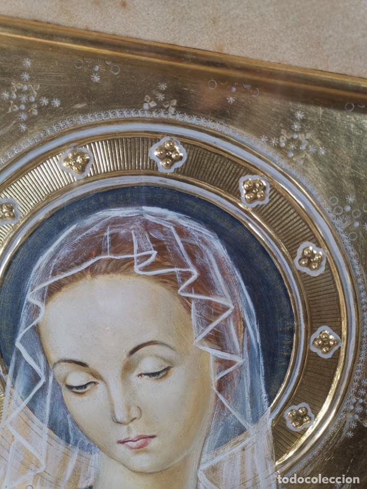 Arte: Virgen María pintura técnica mixta con relieve estuco y dorados c. 1940 - 1950, firmado J. Pifarré. - Foto 8 - 218673293