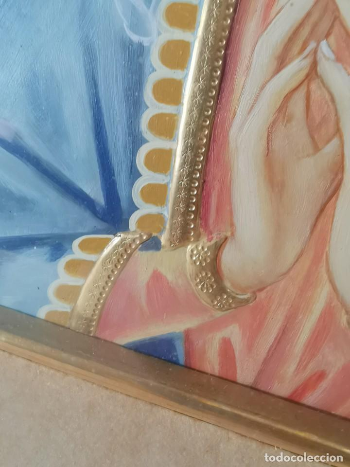 Arte: Virgen María pintura técnica mixta con relieve estuco y dorados c. 1940 - 1950, firmado J. Pifarré. - Foto 13 - 218673293