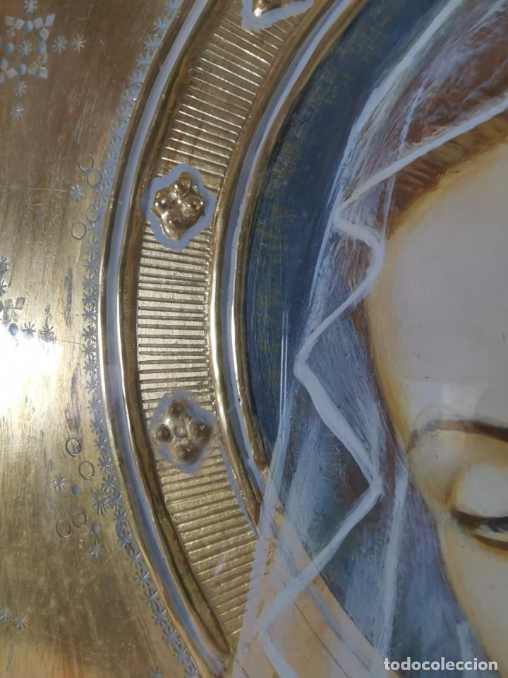 Arte: Virgen María pintura técnica mixta con relieve estuco y dorados c. 1940 - 1950, firmado J. Pifarré. - Foto 17 - 218673293