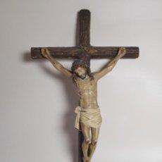 Arte: ANTIGUA FIGURA DE CRISTO CRUZ CRUCIFICADO OLOT -MADERA Y ESTUCO MARCADO. Lote 218676435