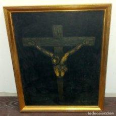 Arte: PINTURA SOBRE TABLEX CRUCIFIXIÓN DE JESÚS FIRMADO. Lote 218807387