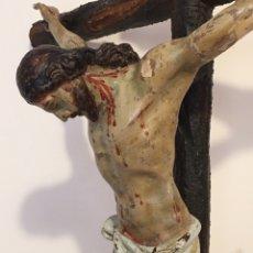 Arte: ANTIGUA TALLA DE CRISTO EN LA CRUZ - CON PEANA - SIGLO XVII - XVIII. Lote 219038037