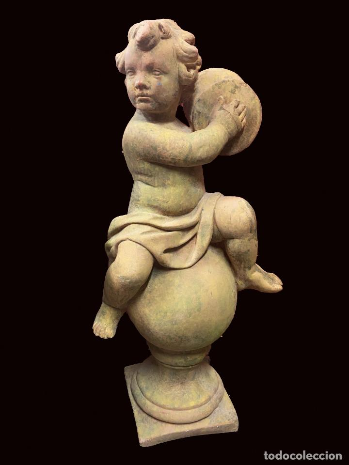 MARAVILLOSO ANGEL DE TERRACOTA O PIEDRA TOCANDO LOS PLATILLOS, 100 ALTO, BASE 27 X 27, 70 KILOS (Arte - Arte Religioso - Escultura)