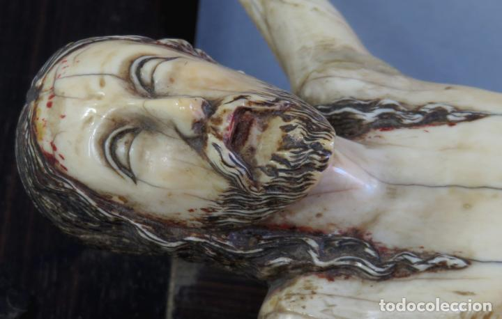 Arte: Talla Cristo crucificado en cruz cabeza y heridas policromadas escuela Hispano Filipina siglo XVII - Foto 9 - 221261603
