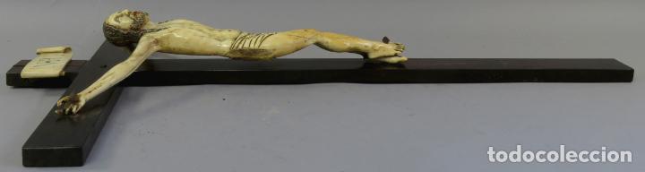 Arte: Talla Cristo crucificado en cruz cabeza y heridas policromadas escuela Hispano Filipina siglo XVII - Foto 13 - 221261603