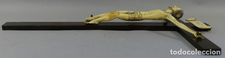 Arte: Talla Cristo crucificado en cruz cabeza y heridas policromadas escuela Hispano Filipina siglo XVII - Foto 15 - 221261603