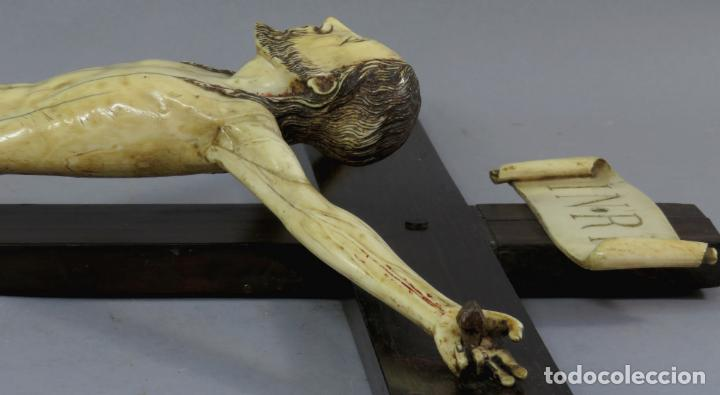 Arte: Talla Cristo crucificado en cruz cabeza y heridas policromadas escuela Hispano Filipina siglo XVII - Foto 18 - 221261603