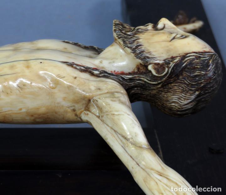 Arte: Talla Cristo crucificado en cruz cabeza y heridas policromadas escuela Hispano Filipina siglo XVII - Foto 19 - 221261603