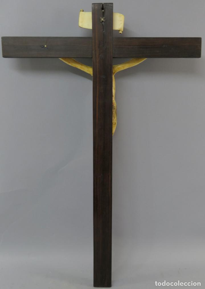Arte: Talla Cristo crucificado en cruz cabeza y heridas policromadas escuela Hispano Filipina siglo XVII - Foto 20 - 221261603