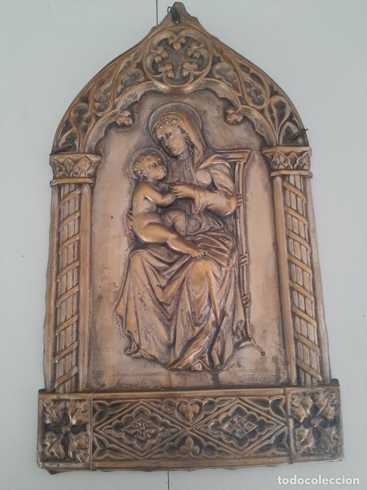 ANTIGUO RETABLO EN METAL (LATÓN?) VER FOTOS (Arte - Arte Religioso - Retablos)