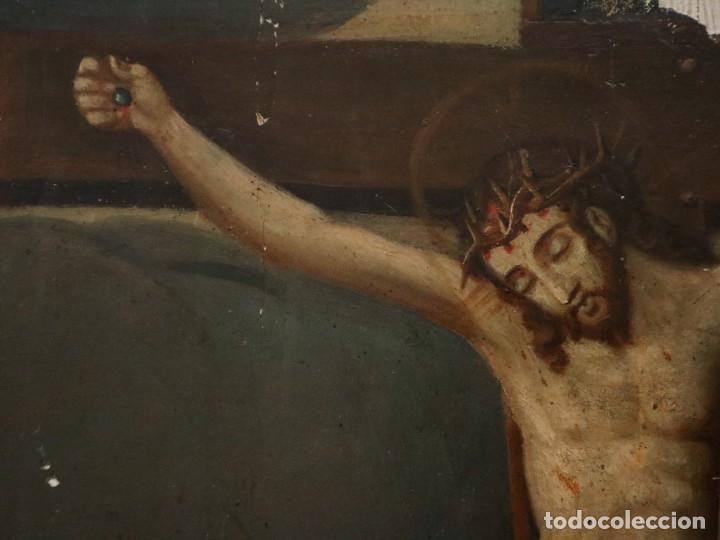 Arte: Tabla de la Crucifixión. Escuela Española del siglo XVII. Medidas de 73 x 54 cm. - Foto 7 - 222506426