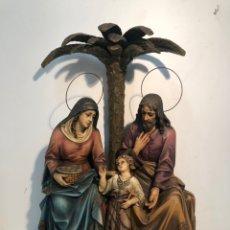 Arte: PRECIOSA SAGRADA FAMILIA SENTADA CON PALMERA DE ESTUCO ANTIGUA GRANDE. MODELO OLOT 61CM.. Lote 222641601