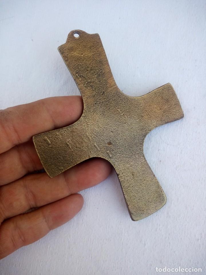 Arte: Antigua cruz hecha en bronce crucificacion - Foto 3 - 223130363