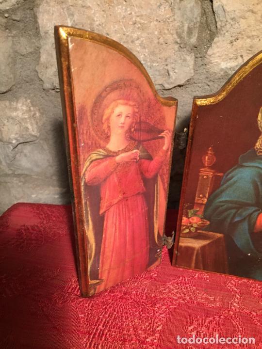 Arte: Antiguo triptico de madera con láminas de la Virgen Maria y Angeles años 60-70 - Foto 2 - 224875777