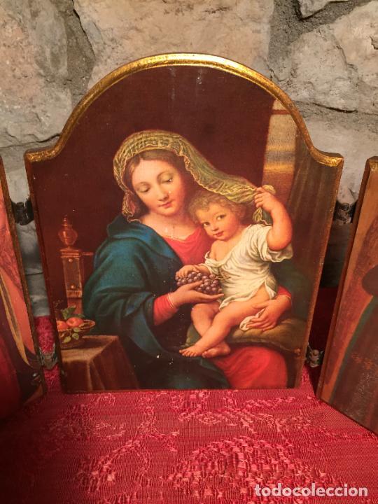 Arte: Antiguo triptico de madera con láminas de la Virgen Maria y Angeles años 60-70 - Foto 3 - 224875777