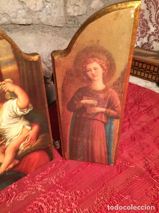 Arte: Antiguo triptico de madera con láminas de la Virgen Maria y Angeles años 60-70 - Foto 4 - 224875777