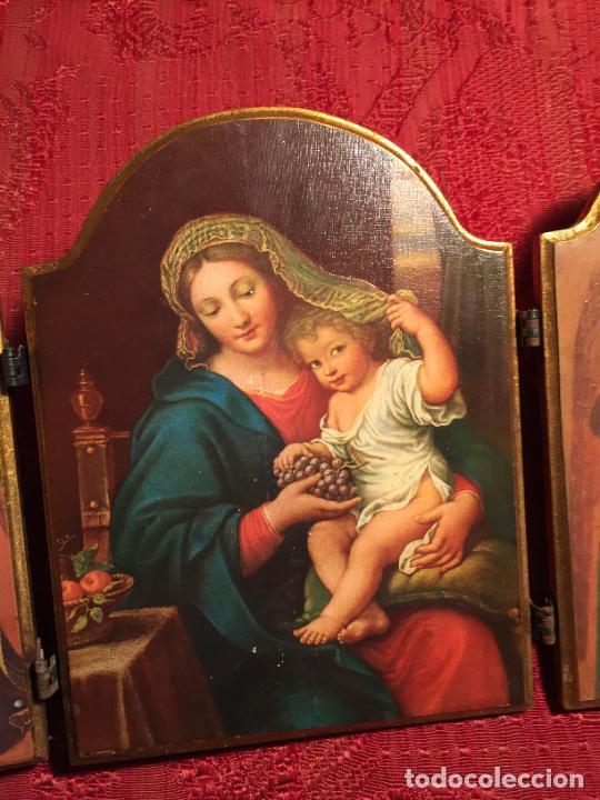 Arte: Antiguo triptico de madera con láminas de la Virgen Maria y Angeles años 60-70 - Foto 5 - 224875777