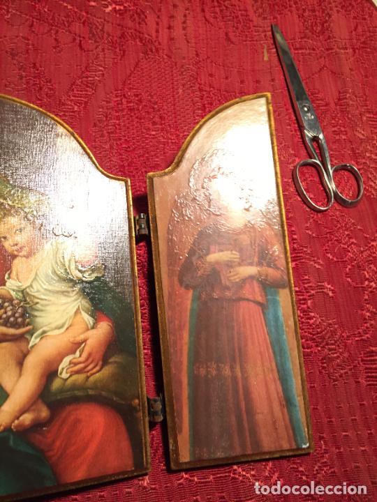 Arte: Antiguo triptico de madera con láminas de la Virgen Maria y Angeles años 60-70 - Foto 7 - 224875777