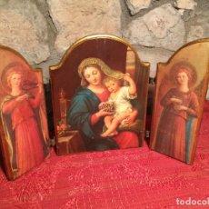 Arte: ANTIGUO TRIPTICO DE MADERA CON LÁMINAS DE LA VIRGEN MARIA Y ANGELES AÑOS 60-70. Lote 224875777