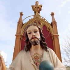 Arte: IMAGEN SAGRADO CORAZÓN DE JESÚS EN TRONO CON OJOS DE CRISTAL * OLOT * 77CM ALTO. Lote 224896177