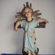 Arte: (ANT-201176)NIÑO JESUS CON CRUZ DE ESTUCO Y OJOS DE CRISTAL ANTIGUO. MODELO OLOT. Lote 225495622