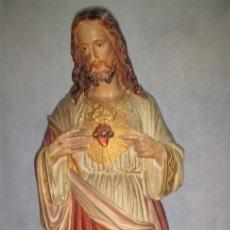 Arte: SAGRADO CORAZÓN DE JESÚS CRISTO JESUCRISTO DE 59 CM EN ESCAYOLA POLICROMADA FIRMADO POR E. PUCCINI.. Lote 226264135
