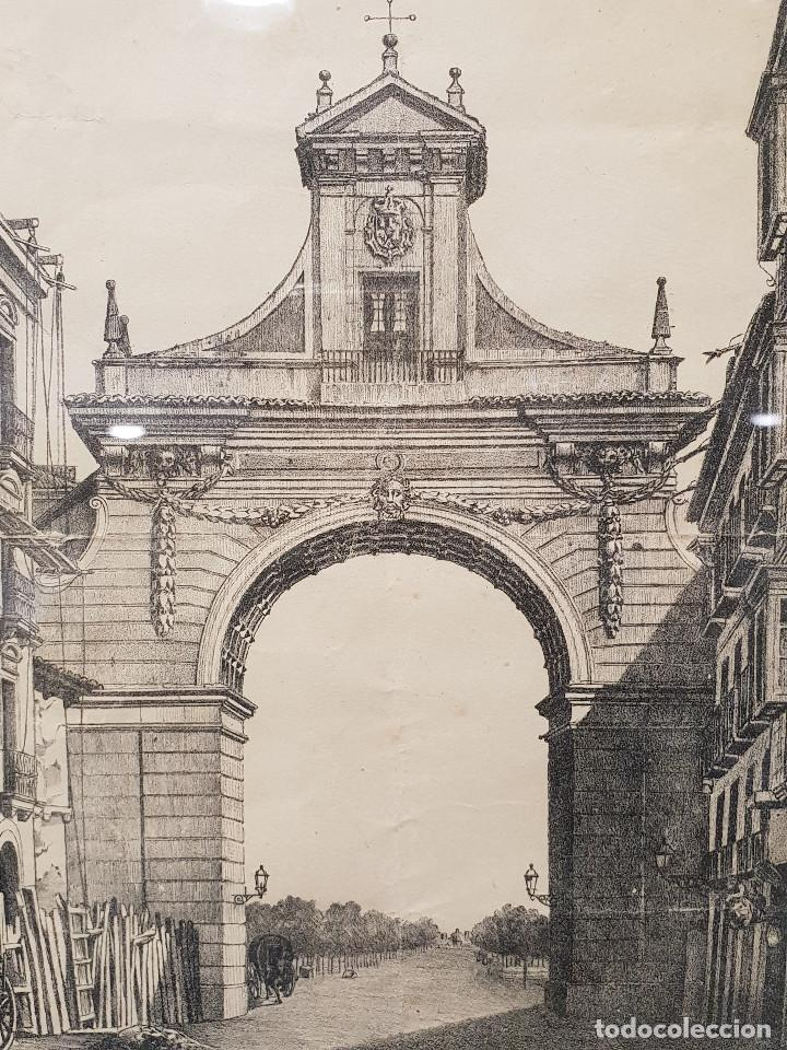 Arte: Arco que existió en la entrada de Valladolid por la Calle Santiago hasta 1864. Lit. de Cruz. - Foto 2 - 226677915