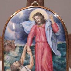 Arte: MEDALLON JESUS SOBRE LAS AGUAS. PINTADO SOBRE PORCELANA. MARCO DE PLATA. FIRMADO. RUSIA. SIGLO XX. Lote 227259340