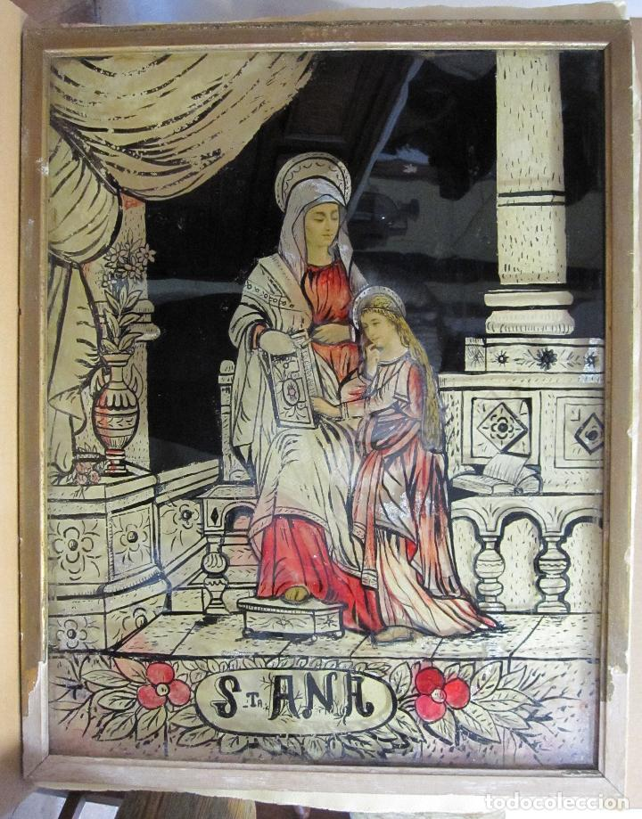 SANTA ANA CON LA VIRGEN. ANTIGUA PINTURA BAJO VIDRIO Y COLLAGE. VIDRIO 65 X 51 CM. MARCO: 68 X 54 CM (Arte - Arte Religioso - Pintura Religiosa - Oleo)